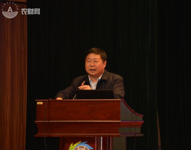 云南省委农办副主任、云南省农业厅副厅长王平华先生作主旨讲话.png