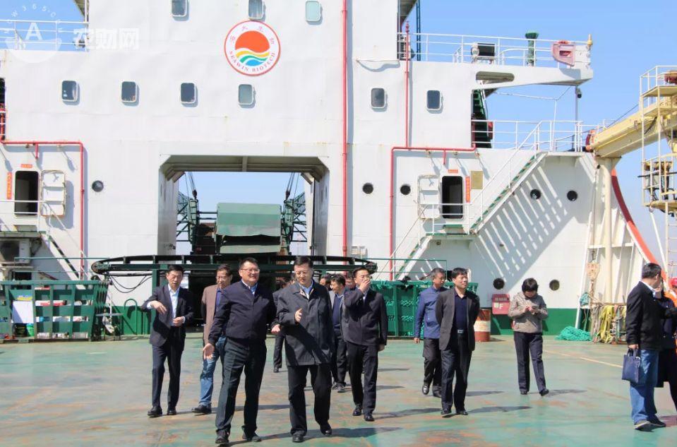 青島市政協主席、黨組書記楊軍帶隊視察海大生物