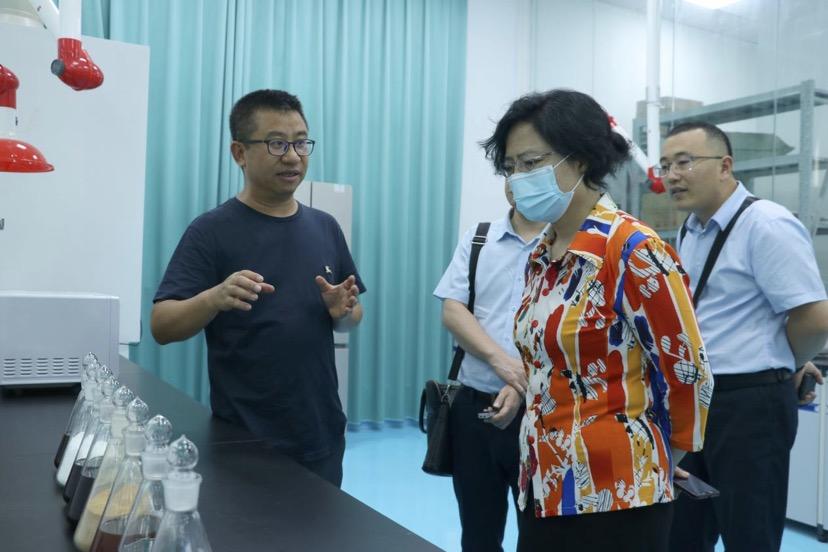 广西政协副主席、工商联主席磨长英到汉和生物考察调研